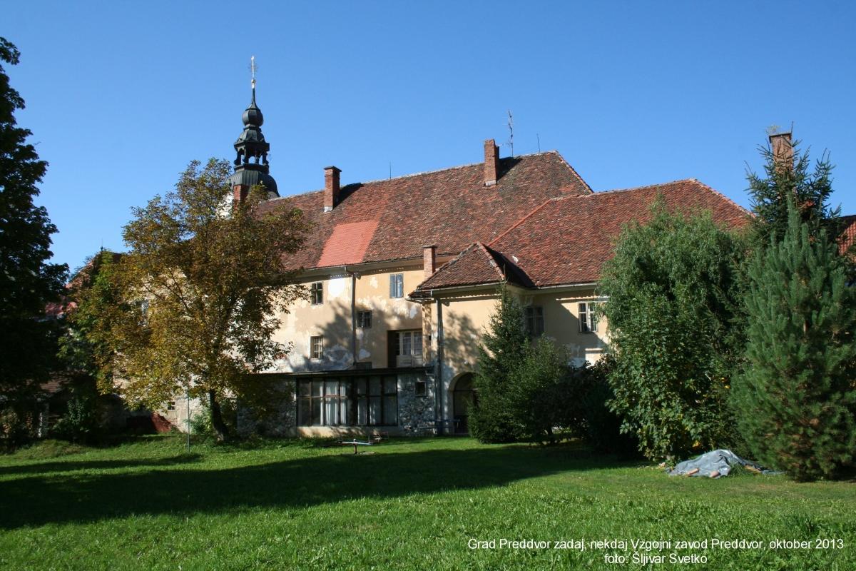 grad-preddvor-zadaj-okt-2013